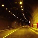 Gallerie autostradali, nuovo limite ad 80 km/h e divieto di sorpasso.