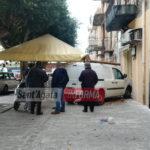 Furgone contro la vetrina di un bar in piazza Duomo. Nessun ferito