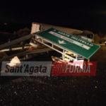 Spaventoso incidente allo svincolo A20. Camion fuori strada abbatte pilone della segnaletica. Illeso l'autista