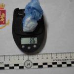 La Polizia arresta un uomo e una donna per detenzione di sostanza stupefacente ai fini di spaccio.