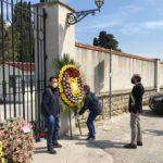 Cimitero riaperto di mattina nei giorni feriali. Due persone a defunto per 30 minuti.