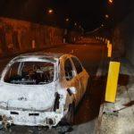 Auto prende fuoco in galleria. Nessun ferito.