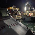 Motopeschereccio in avaria soccorso dalla Guardia Costiera.