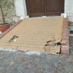 Castello Gallego, danneggiata la pedana d'accesso. Vandali o automobilista incivile ?