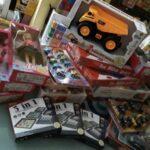 Giochi per bambini e aiuto ai bisognosi. Consiglieri donano gettone di presenza.