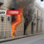 Spaventoso incendio distrugge agenzia immobiliare nel centro cittadino.