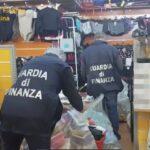 Giocattoli e prodotti contraffatti. Maxi sequestro della Guardia di Finanza.