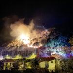 Notte di fuoco in contrada Iria. Devastata la pineta. Paura per i residenti.