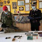 Deteneva illecitamente armi e munizioni, arrestato un 50enne dai Carabinieri.