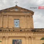 Chiesa Madre, caduti calcinacci dal prospetto principale. Interdetta l'area